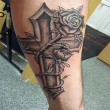 十字架玫瑰刺青艺术纹身