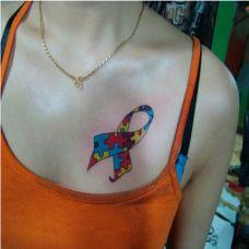 纹身美女胸部性感纹身