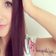 肩背部英文字母纹身图片