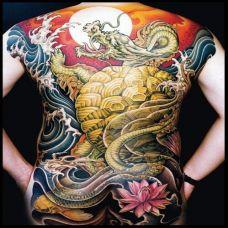 男性龙纹身背部图案