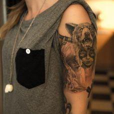 带纹身图案的女生图片大全