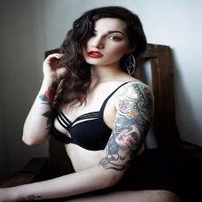 时尚性感女郎手臂纹身