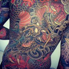 非主流男生背部龙纹身图案合集