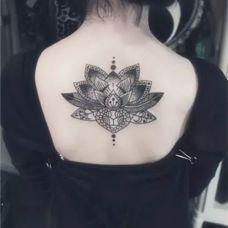 时尚个性梵花背部图腾纹身