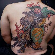 关二爷霸气个性背部纹身图片