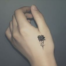 虎口黑色个性玫瑰纹身图案