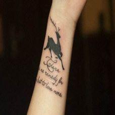 女生手腕小鹿纹身图案