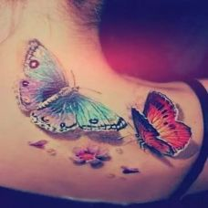 女生背部唯美蝴蝶纹身欣赏