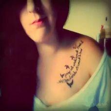 个性女生花纹锁骨纹身图片