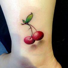 小巧玲珑脚踝樱桃纹身图片