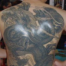 男生满背纹身图片图案素材