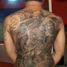 欧美型男背部关公纹身图案大全
