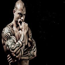 欧美肌肉型男手臂纹身图片