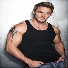 肌肉型男个性纹身图片