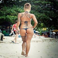 欧美性感美女艺术彩色纹身图片