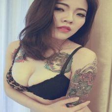 妖娆美女彩色纹身图片