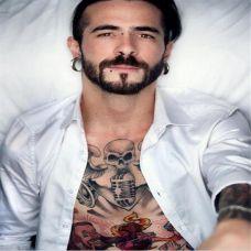 欧美胡渣型男艺术纹身图片