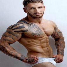 欧美肌肉美男纹身图片