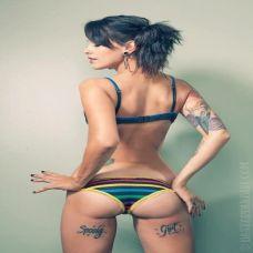 性感内衣美模纹身图片
