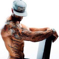 欧美肌肉帅哥手臂纹身图片