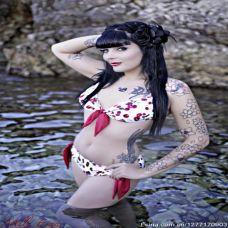 欧美大胸美女手臂纹身图片