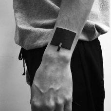 男人手臂几何图形纹身图片