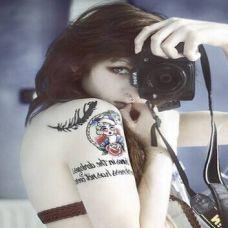性感露美背美女个性纹身图片