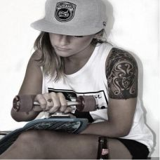 滑板欧美美女纹身图片