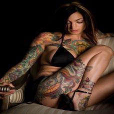 欧美大胸美女彩色纹身图片