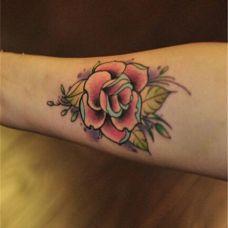 小臂玫瑰花纹身图片
