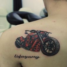 霸气摩托车肩部纹身图案