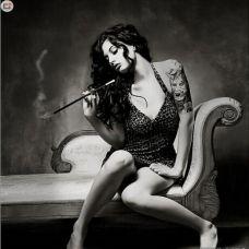 妩媚美女黑白纹身图片