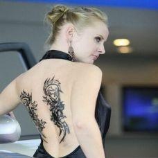 美女背部时尚纹身图片
