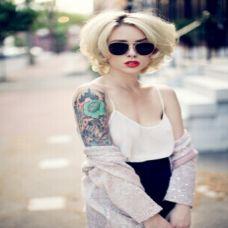 白色短发美女纹身图片