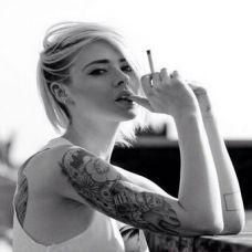 非主流美女手臂纹身图片