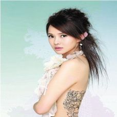 性感女星背部纹身图片