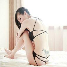 内衣美女背部纹身图片