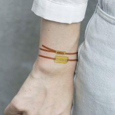 手腕个性的刀片手链纹身