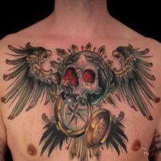 男生胸口翅膀纹身图片素材