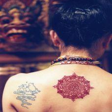女性时尚图腾纹身图片