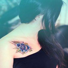 玫瑰锁骨纹身图案图片