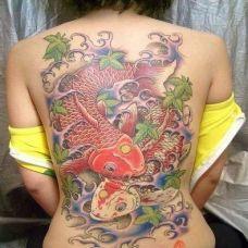 女人背部鱼纹身图片