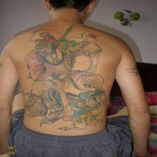 男性满背判官纹身