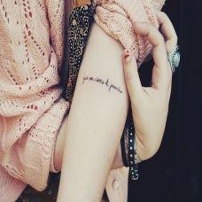 女生手臂上唯美的英文字母纹身图案