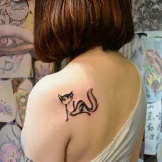 女生性感个性纹身狐狸图案