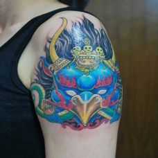女性手臂大鹏鸟纹身