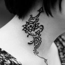 女生脖子上纹身图片大全