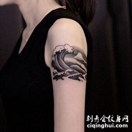 手臂个性黑灰海浪纹身图案