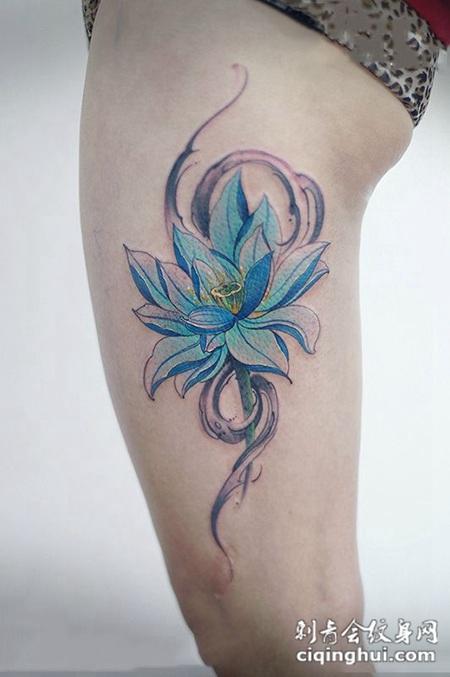 高洁雪莲,大腿蓝色莲花纹身图案