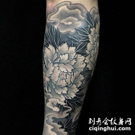 天姿国色,手臂牡丹花纹身图案